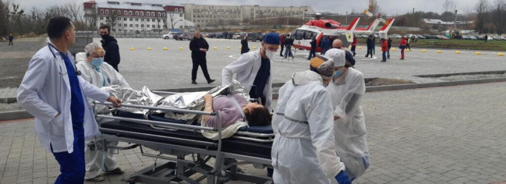 Медики використали вертоліт, щоб врятувати 46-річну жінку з інфартком з Турки