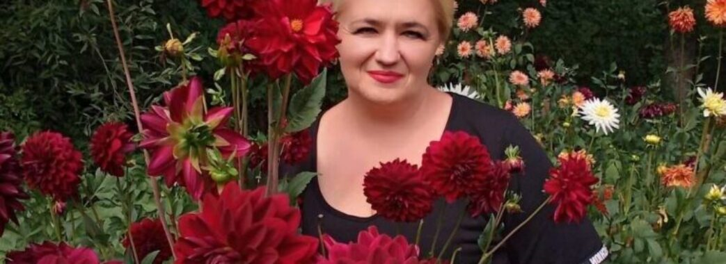 «Не стало нашої «королеви жоржин»: на Яворівщині попрощалися з 46-річною директоркою школи