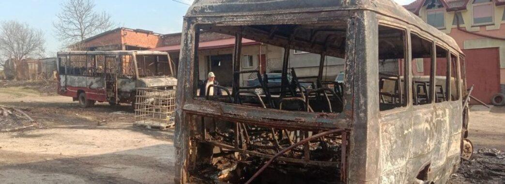 «Палала суха трава»: три автобуси згоріли вщент, у пожежі загинула львів'янка