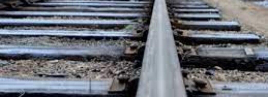 Встановили особу завдяки мобільному телефону: недалеко Львова на залізничні колії загинув молодий чоловік