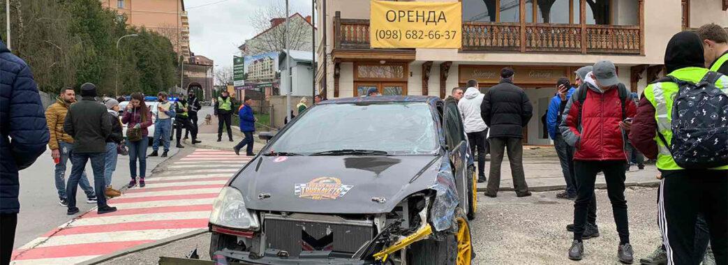 На повній швидкості влетів у будинок: у Трускавці під час ралі трапилася автотроща (Фото)