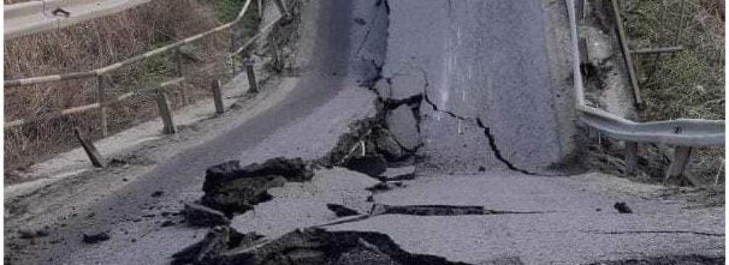 На трасі біля Кам'янки-Бузької обвалився міст, який не ремонтували більше 60 років: схеми об'їзду
