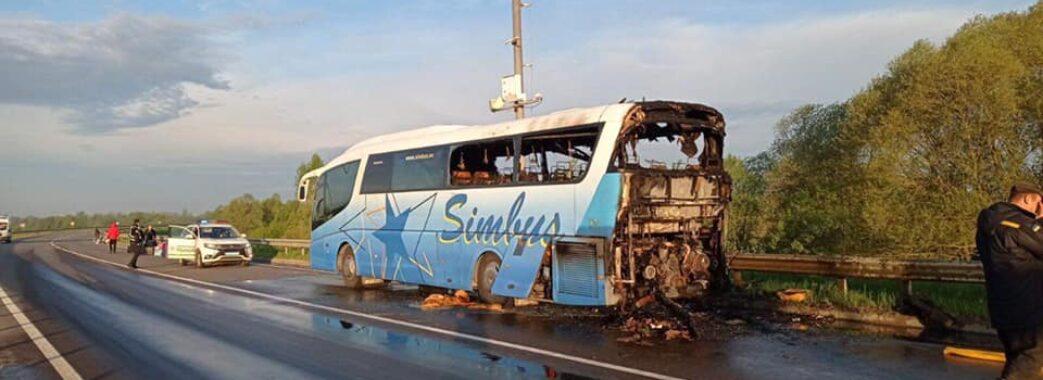 Біля Миколаєва під час руху загорівся автобус, в якому було 20 пасажирів