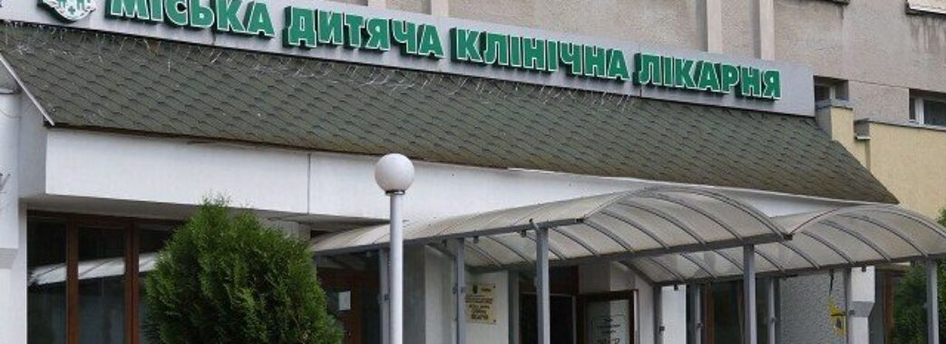 Львівські хірурги видалили в 12-річної дівчинки 1200-грамову пухлину