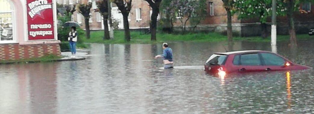 Не можливо було проїхати: Червоноград серйозно затопило(ФОТО)