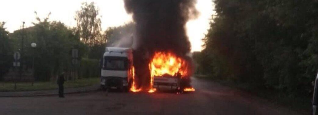 У салоні був лише водій: в Червонограді вщент згорів автобус (Фото)