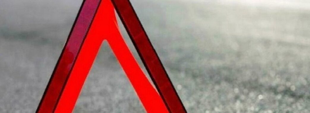Двоє людей загинуло, четверо в лікарні: біля Бібрки перекинувся автомобіль