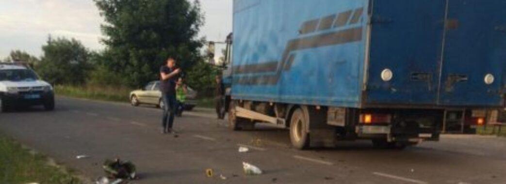 На Червоноградщині місцевий мопедист втратив життя під колесами вантажівки