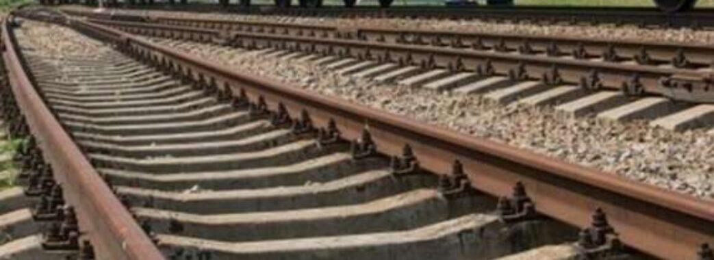 «Одна встигла перебігти, інша потрапила просто під поїзд»: у Стрийському районі на колії загинула жінка