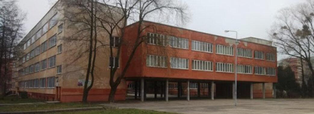 1000 доларів: директорам львівських шкіл солідно підняли зарплату