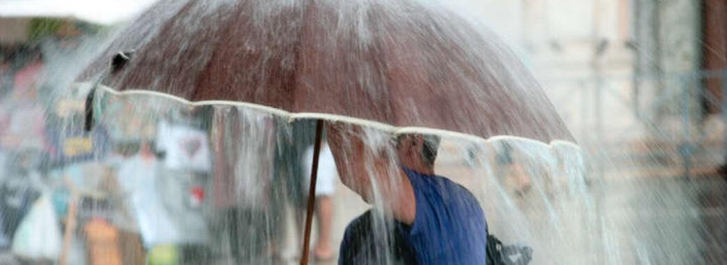 Дощі та зливи: синоптики застерігають про негоду