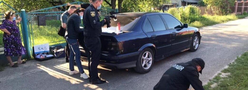 «Втікав та стукав у двері»: в селі під Львовом важко травмували ножем таксиста