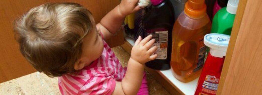 У Львові 2-річна дитина випила засіб для миття духовки