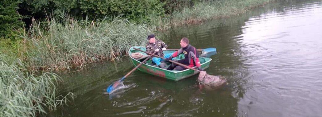 Впав з містка: в озері на Пустомитівщині втопився рибалка