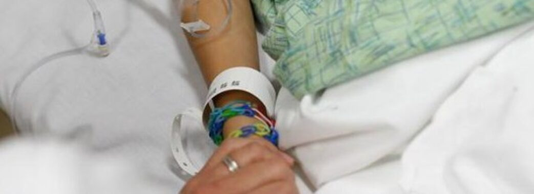На Львівщині через ігри з петардою шестирічній дитині відірівало 4 пальці