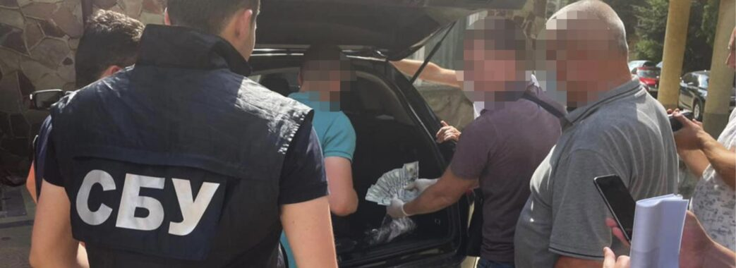 Вимагав 4 тисячі доларів: на хабарі затримали львівського офіцера