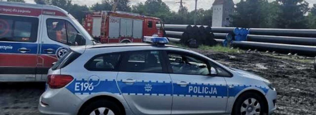 У Польщі на українця звалилась багатотонна газова труба