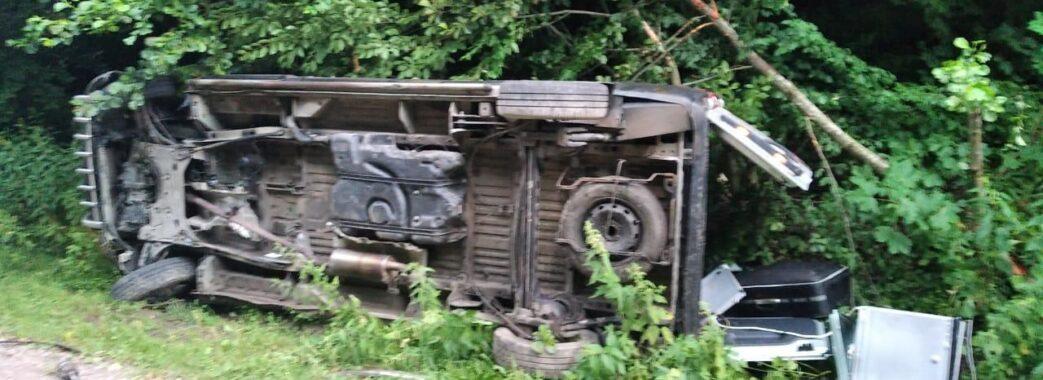 Неподалік Перемишлян на смерть розбився 37-річний водій мікроавтобуса