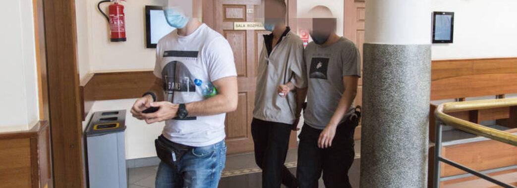 Били по голові: у Польщі троє 20-річних поляків напали на українців