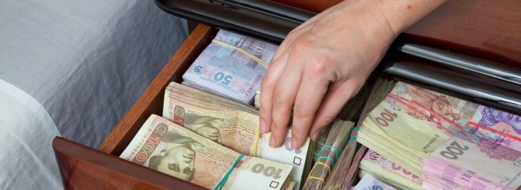 Сяде на 7 років: чиновницю Трускавецької міськради засудили за дописування собі до зарплати