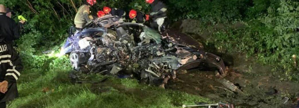 Розрізали метал, аби витягнути тіло водія: біля Брюховичів трапилася смертельна ДТП