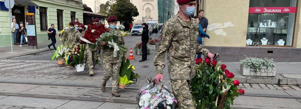 «Він не жив для себе, а оточуючим себе роздавав»: у Львові попрощалися з ветераном АТО Іваном Маланичем