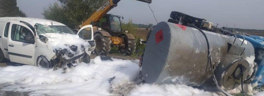 В аварії з бензовозом поблизу Жидачева постраждали двоє людей