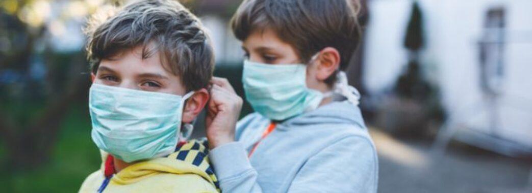 На Львівщині півсотні хворих на коронавірус борються за життя у реанімаціях: свіжа статистика