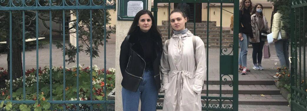 Студентки Львівського медуніверситету врятували у трамваї чоловіка