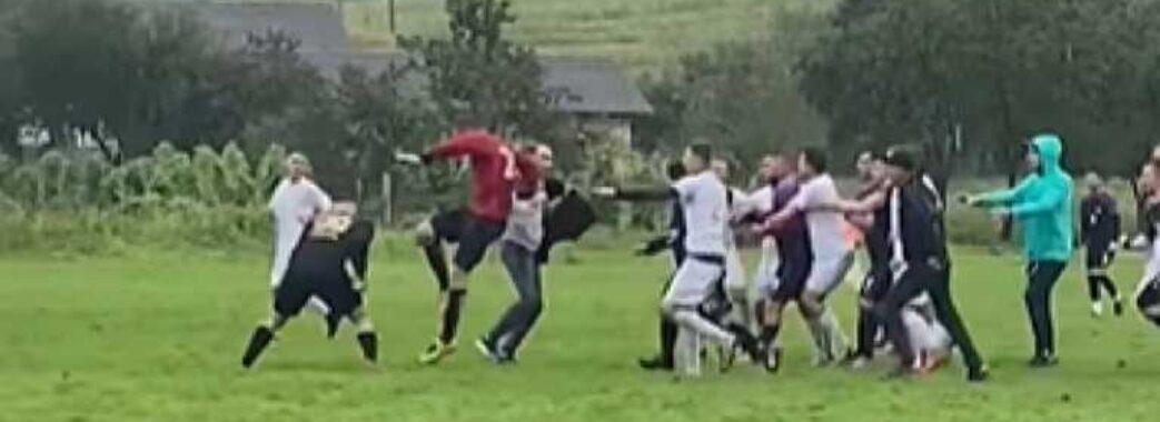 На Перемишлянщині футбольний матч закінчився бійкою гравців та фанатів (Відео)