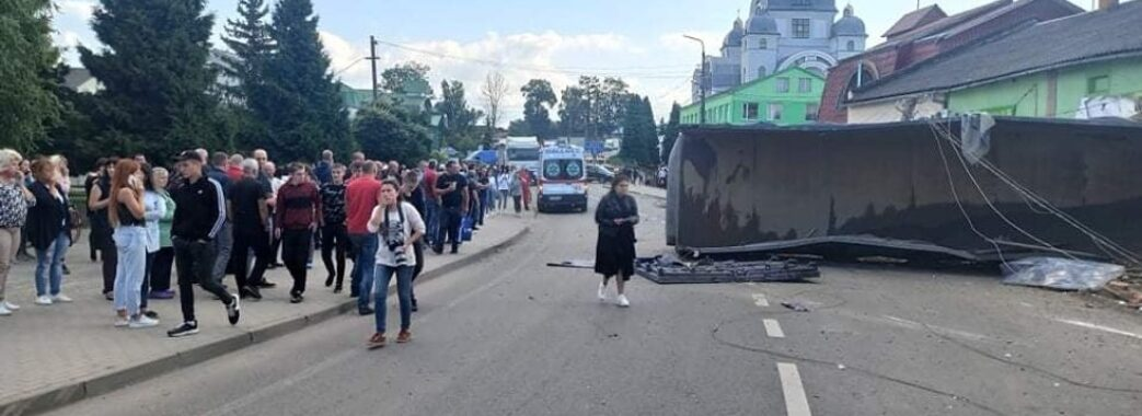 Медики рятують життя двом дітям, які постраждали у смертельній ДТП на Самбірщині