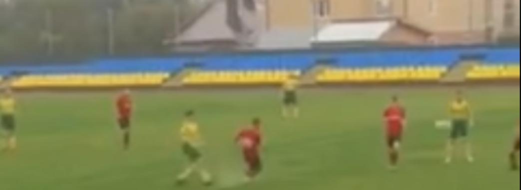 Футбол у воді: в Самборі затопило нещодавно відкритий стадіон (Відео)